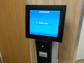 QS Touch to system kolejkowy, który doskonale sprawdzi się w szpitalu czy w urzędzie